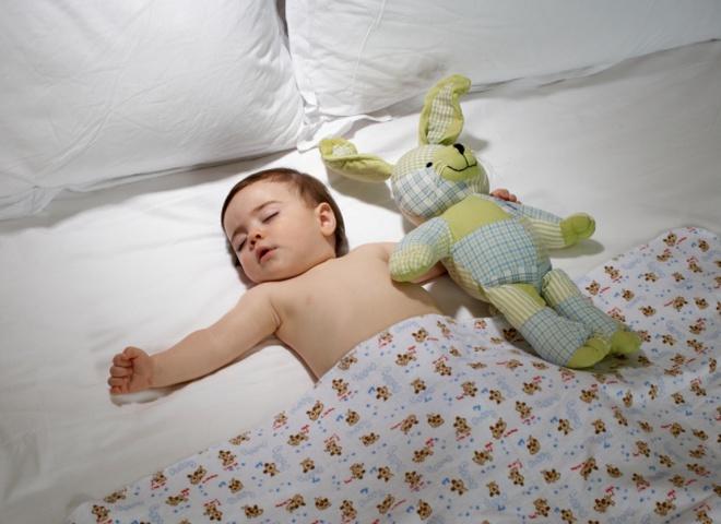 спить малюк