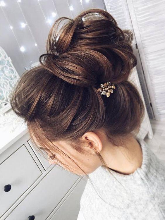 Пучок на волосах