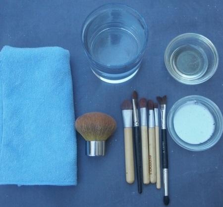 Засіб очищення пензликів для макіяжу