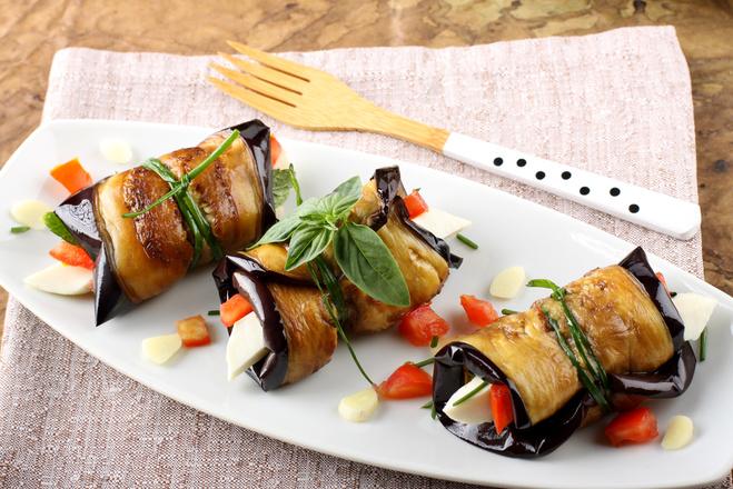 рулет из баклажанов с помидорами рецепты с фото #8