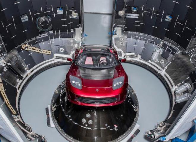 Илон Маск запустил ракету с автомобилем Tesla на Марс
