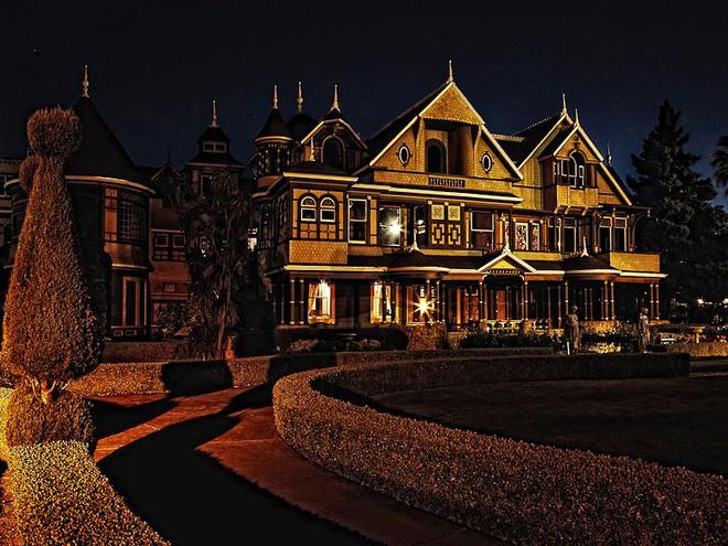 Хеллоуїн в США 2013. Будинок Вінчестерів