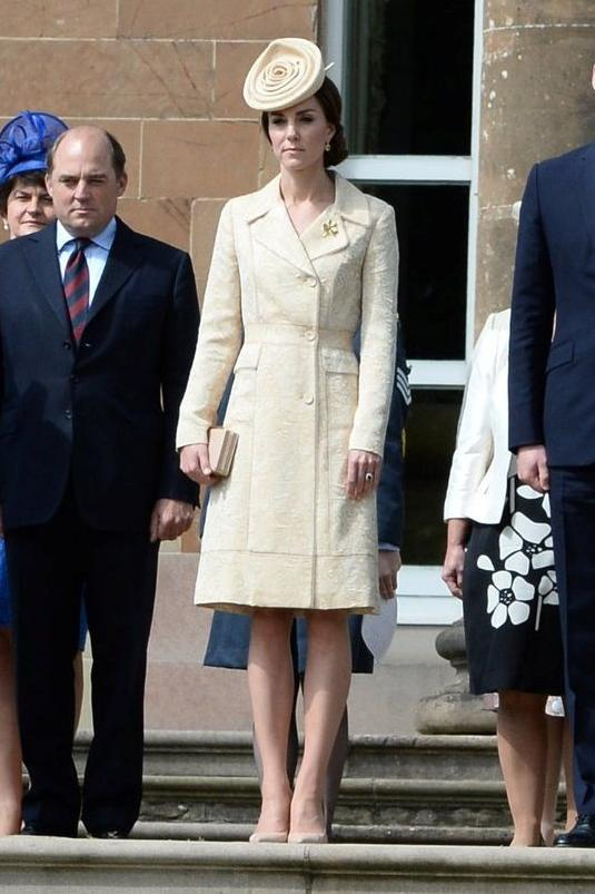 Модная обувь 2016: с чем Кейт Миддлтон носит бежевые лодочки