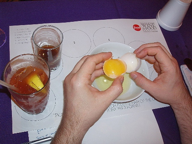 Как лечат похмелье в США, коктейль Prairie Oyster