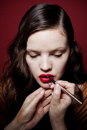 макияж на выпускной: акцент на губы