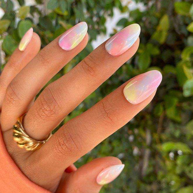 Пляжний манікюр: свіжі ідеї дизайну нігтів на літо