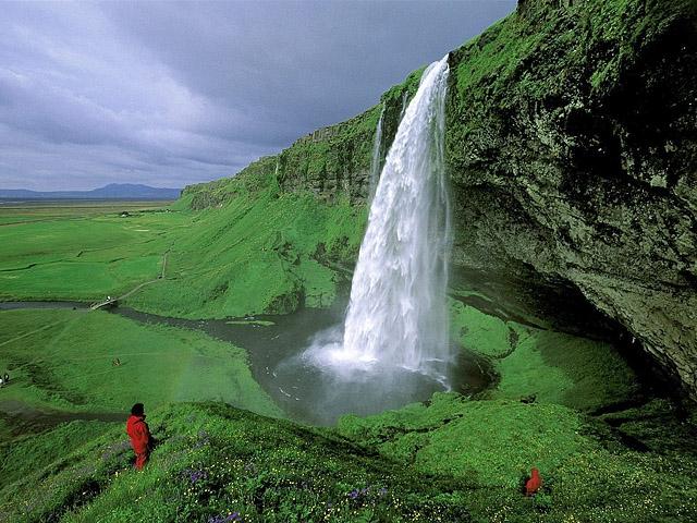 Достопримечательности Исландии: Seljalandsfoss Falls