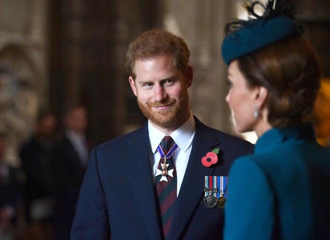 Принц Гаррі з'явився на публіці з Кейт Міддлтон замість вагітної Меган Маркл