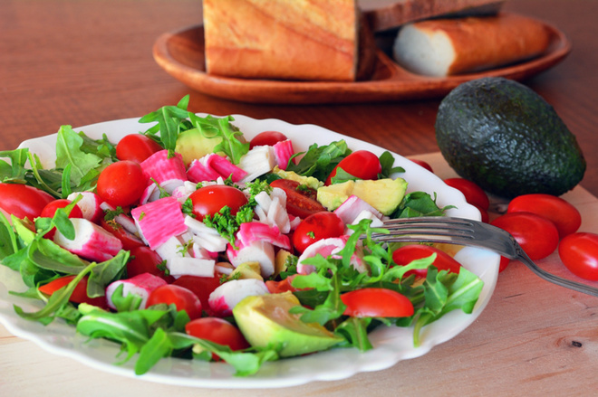 Салат з крабовими паличками, рецепт, як готувати, готуємо вдома, смачно