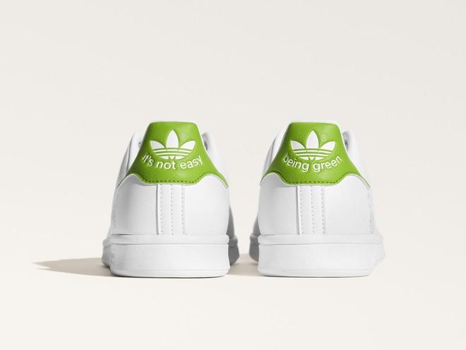 "adidas Originals Stan Smith з жабеням Керміт з ""Маппет-Шоу"""