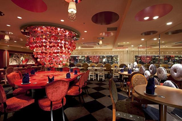 Гурман-тур: необычные рестораны: Alice In Wonderland, Токио