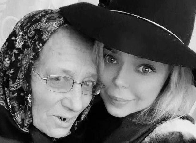Аліна Гросу з бабусею