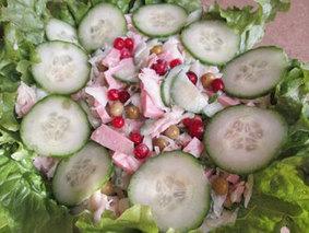 Салат с капусты и ветчины