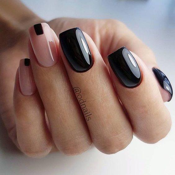 Манікюр в темному кольорі