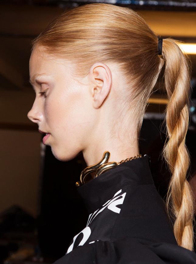 Джгути з волосся - модна зачіска літа 2016