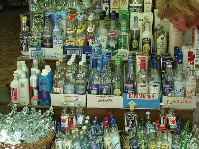 Что купить в Греции: узо - анисовая водка