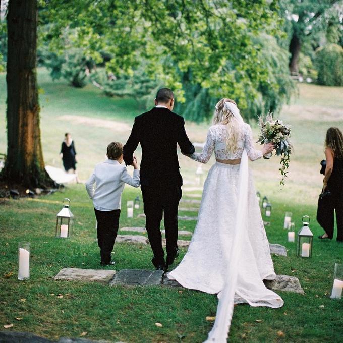 Бохо-шик: Ешлі Сімпсон нарешті показала свою весільну сукню