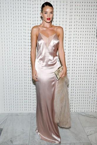 Модні сукні 2016: шовк і білизняний стиль