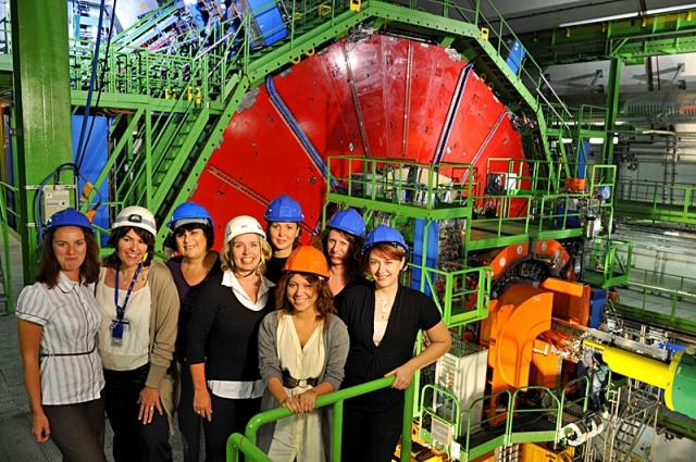 Где встретить Новый год 2013: Новогодняя экскурсия по CERN