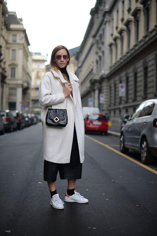 С чем носить белую обувь осенью