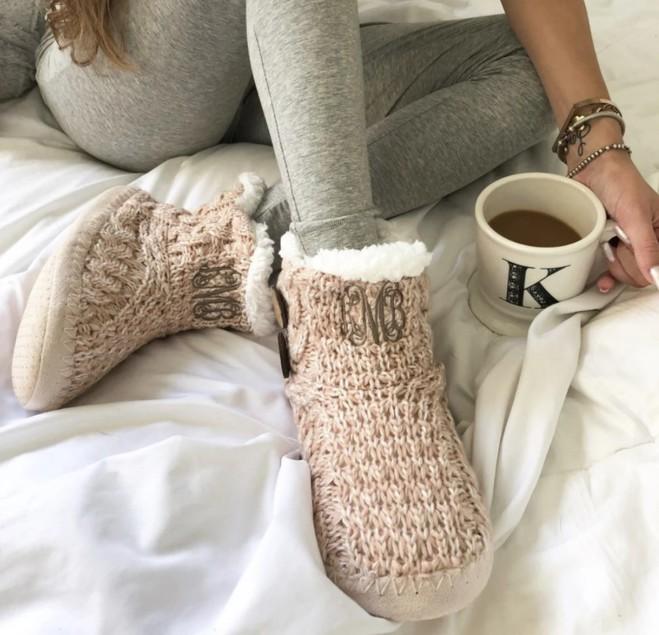 Тапочки и носки в подарок