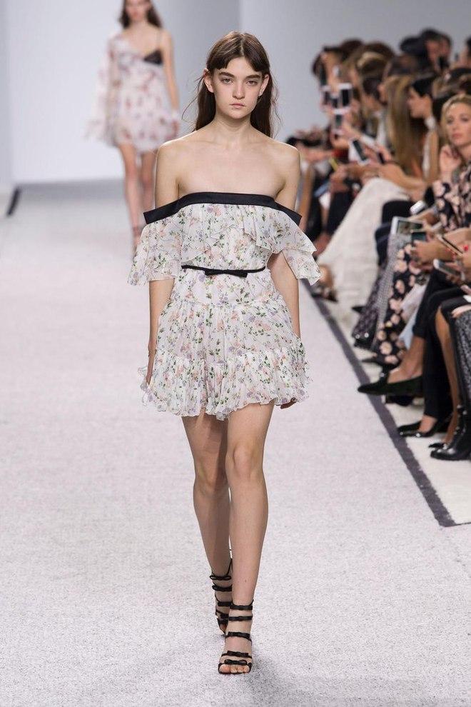Українка Юлія Ратнер на подіумі паризького Тижня моди: Giambattista Valli