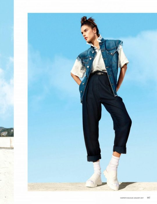 Как носить деним: стильные луки Алессандры Амбросио