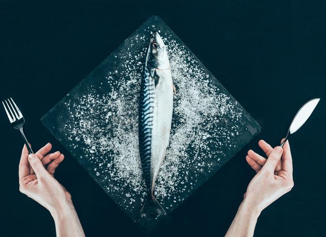 Как солить скумбрию, соль, масло, специи