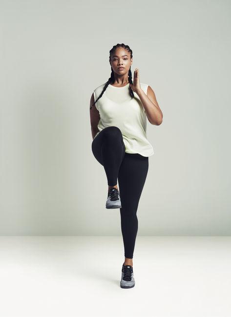 Модний бренд Nike запустив фітнес-колекцію для дівчат з формами © Instagram 8605c31c78a12