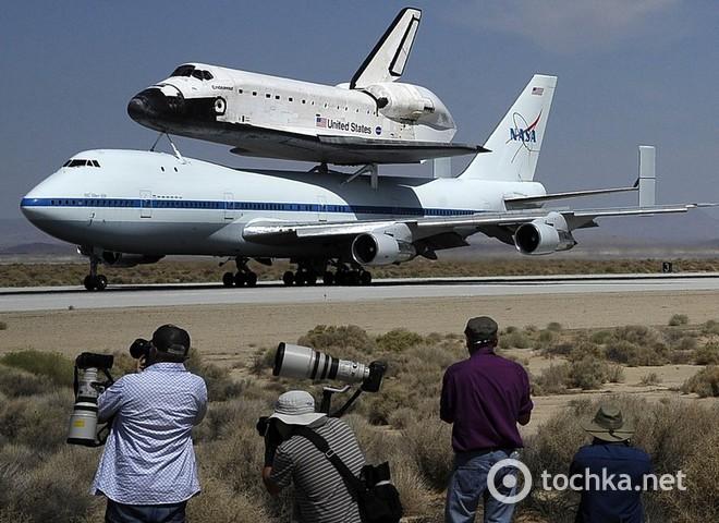 Шаттл Індевор полетів на літаку в Лос-Анджелес