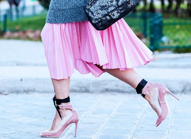 З чим носити плісовану спідницю: модні образи зірок (фото)