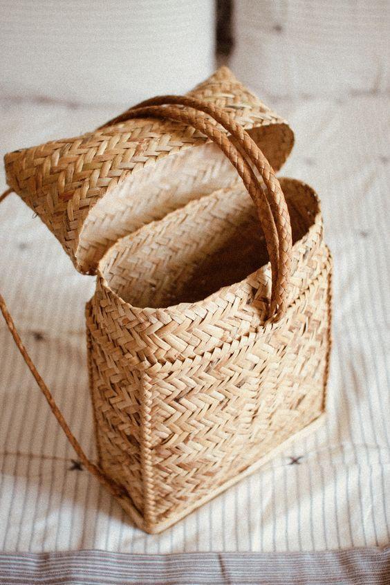 Плетеные соломенные сумки на пляж — тренд этого лета