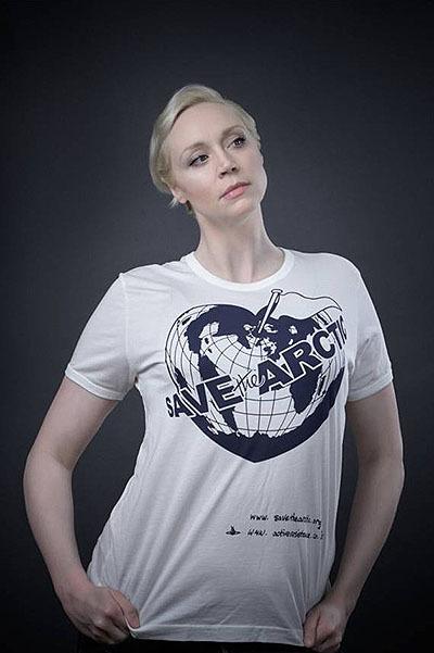 Кейт Мосс, Х'ю Грант та інші зірки приєдналися до благодійного fashion-проекту Вів'єн Вествуд