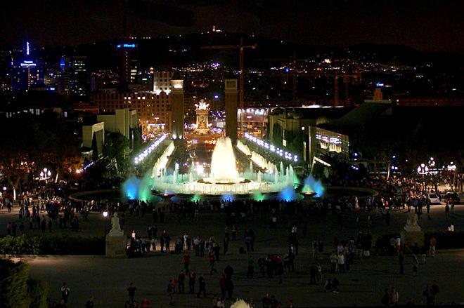 Поющие фонтаны  Барселоны