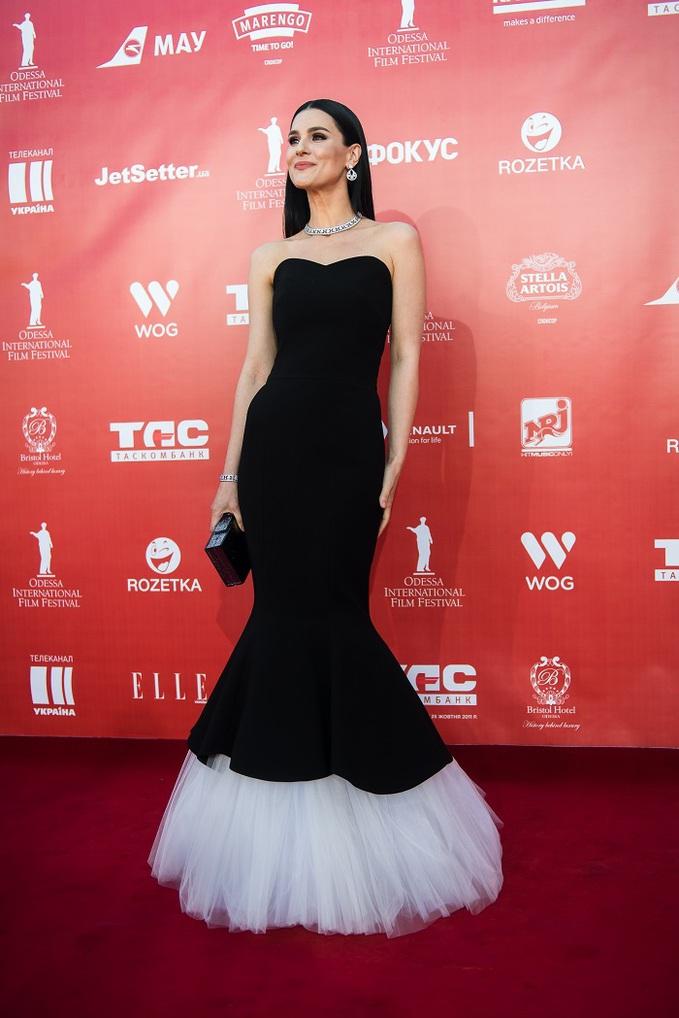 Маша Ефросинина на красной дорожке открытия Одесского кинофестиваля 2016