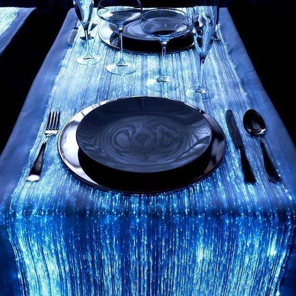 Скатерть из оптических волокон, имитирующих струящуюся воду