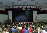 Первоклассник зажигает на школьном шоу талантов
