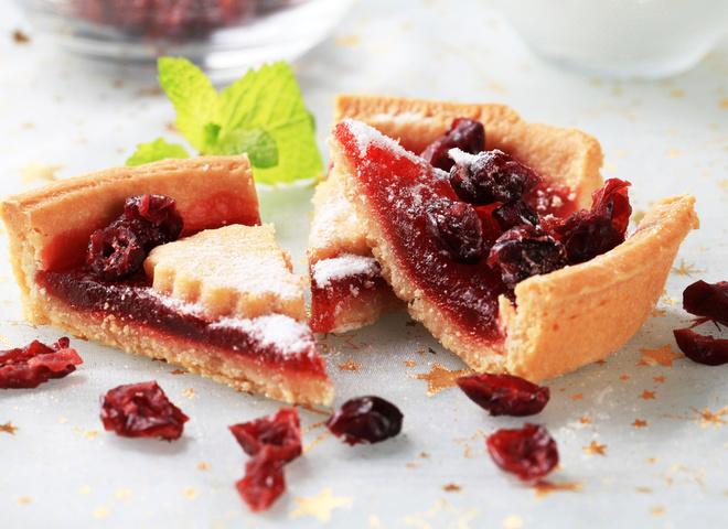 Постная выпечка: вишневый пирог с какао