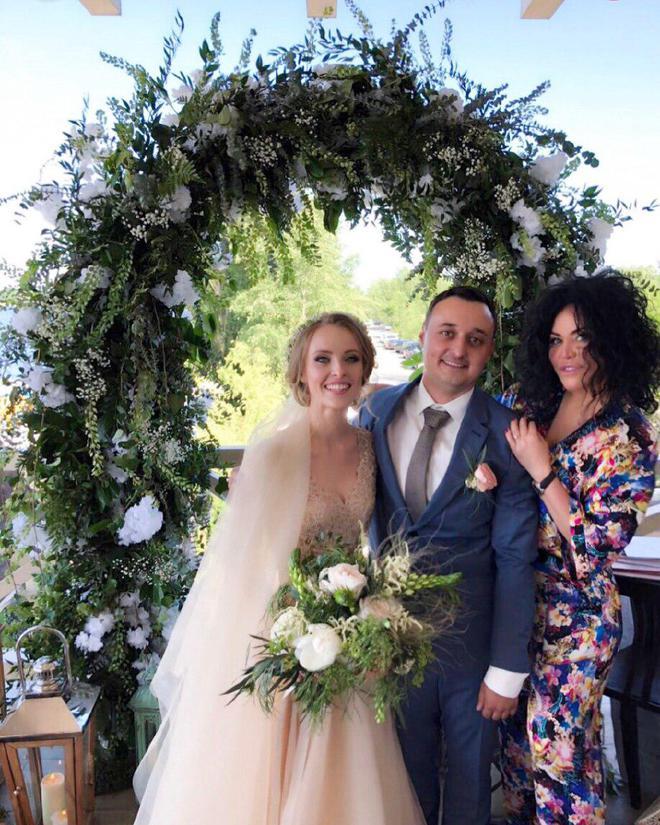 Оксана Байрак на весіллі Анни Сагайдачної і Євгена Третяка