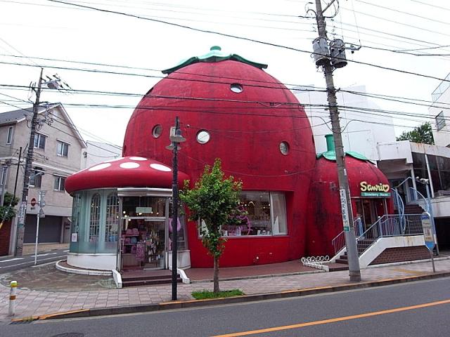 5 зданий от которых потекут слюнки у туристов: Дом-клубника - Япония
