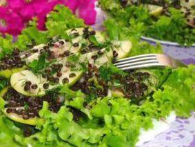 Салат с зеленым яблоком и чечевицей