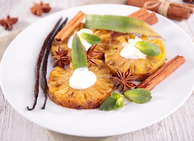 Солодкі страви на Новий рік 2016: рецепт ананаса на грилі