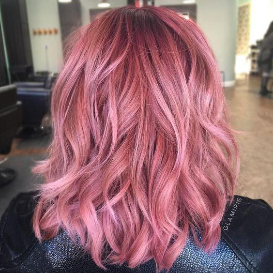 Розовые волосы