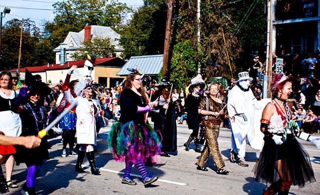 День всех святых: куда податься на празднование - Хэллоуин парад в Атланте