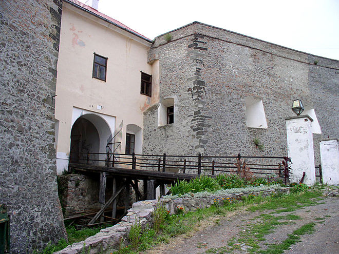 Куди поїхати відпочивати в листопаді: Замок Паланок