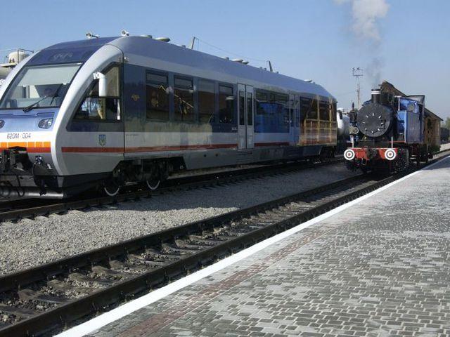 """""""Укрзалізниця"""" назначила 4 дополнительных поезда на Троицу"""