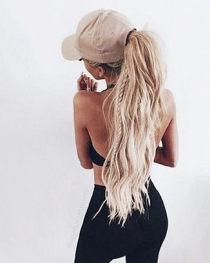Зачіски з кепками на літо