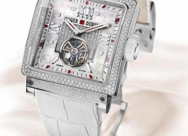 Визначений жіночий годинник року