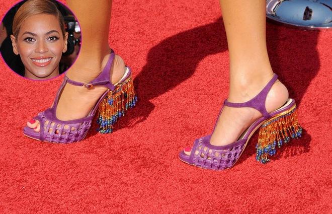 ТОП-10 самых необычных пар обуви на красной дорожке