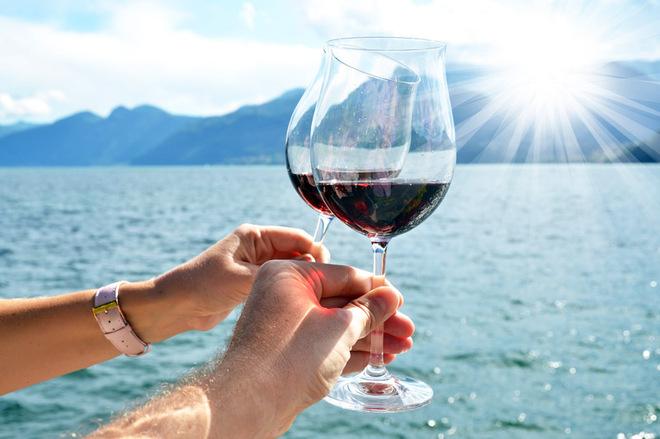 Отправляясь в полет или морской круиз, не забудьте вино